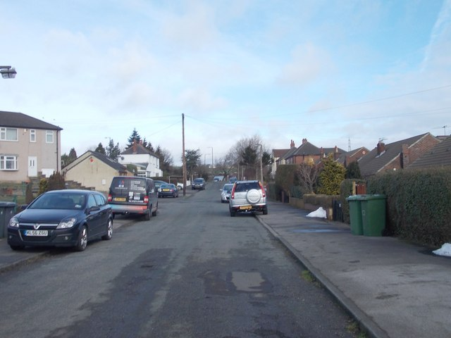 Kilroyd Drive - looking towards Whitehall Road West