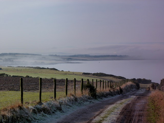 Track to the shore near Hilton Farm