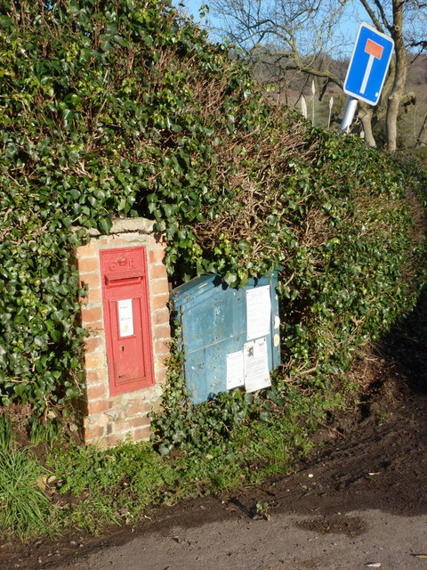 Sandford Orcas: postbox № DT9 56