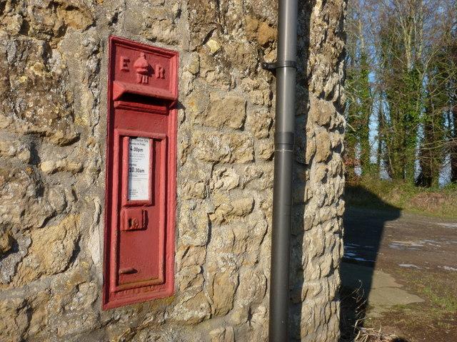 Sherborne: postbox № DT9 57, Clatcombe Lane