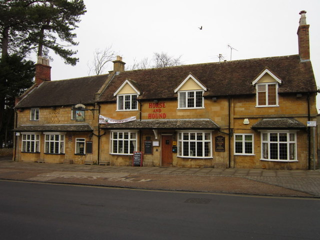 The Horse & Hound, Broadway