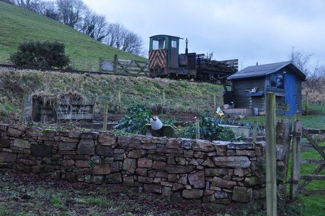 Mid Devon : Train & Garden