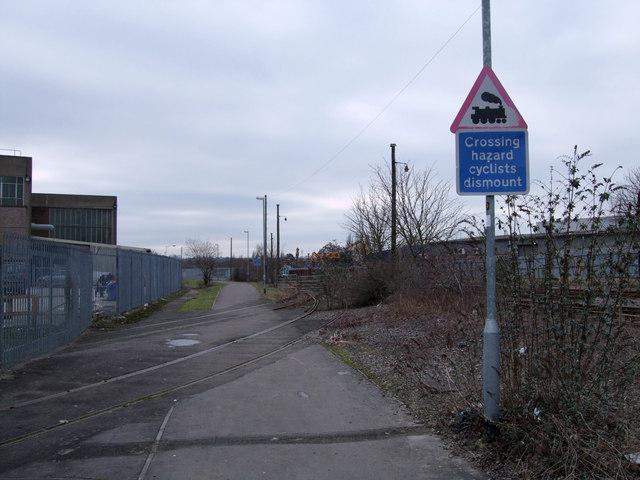Level crossing, cyclepath beside BMW Mini factory