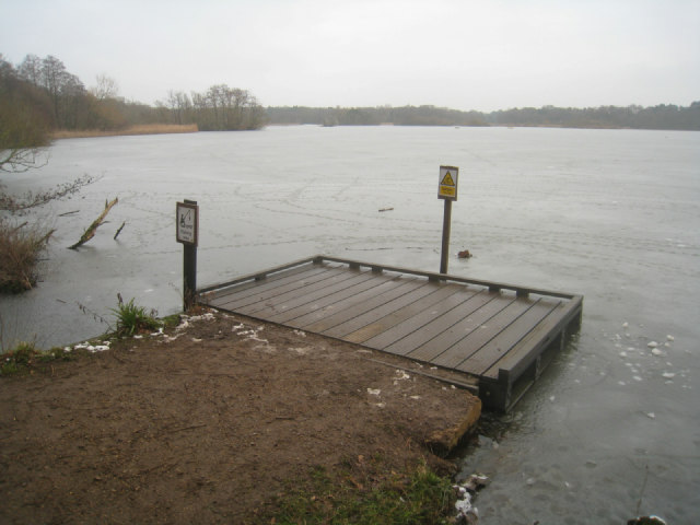 Fishing area fleet pond logomachy geograph britain for Stocked fishing ponds near me
