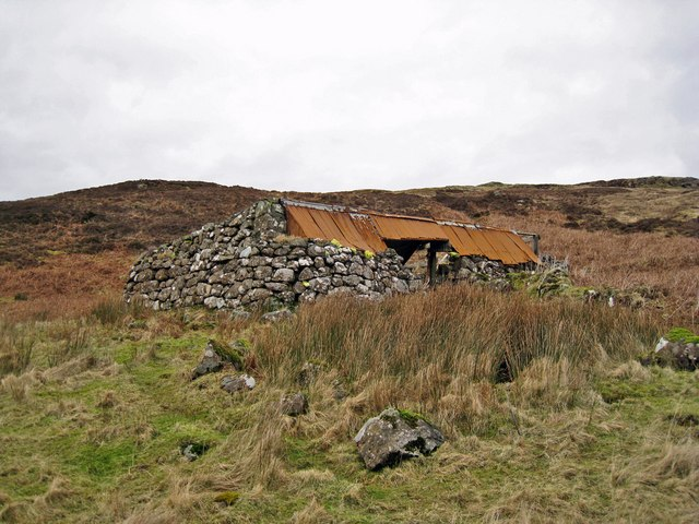 Ruined barn in Glen Bracadale