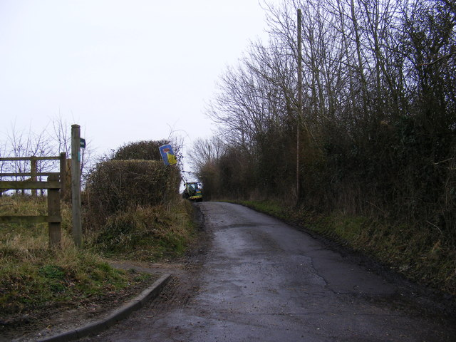 Footpath to Low Road & entrance to Hill Farm