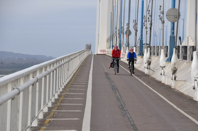 Severn Bridge : Cyclists on the Path