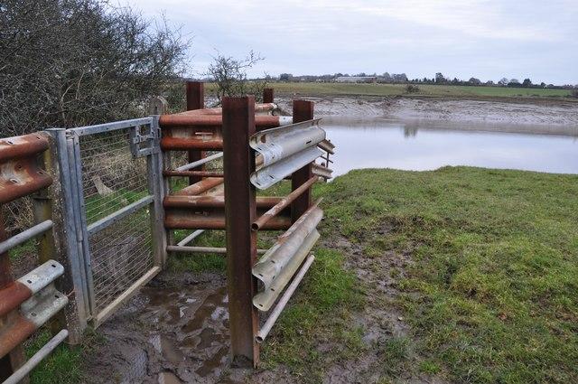 Chepstow : River Wye & Footpath