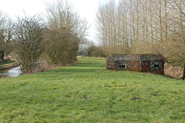 Pillbox by Kennet and Avon Canal, near Bishops Cannings