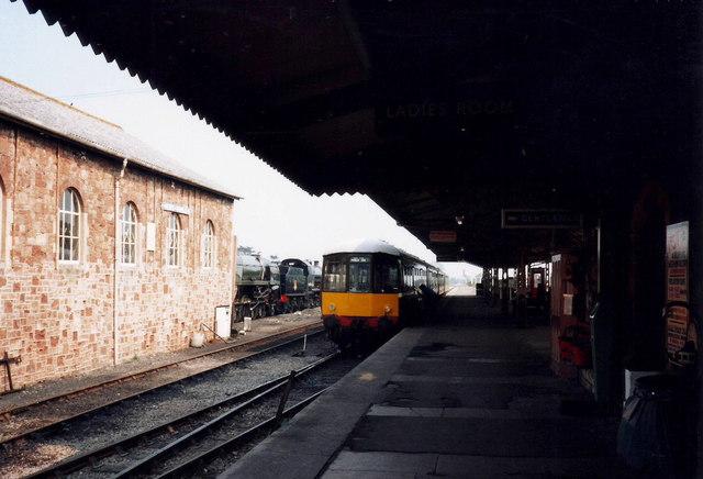 A DMU pulls into Minehead Railway Station