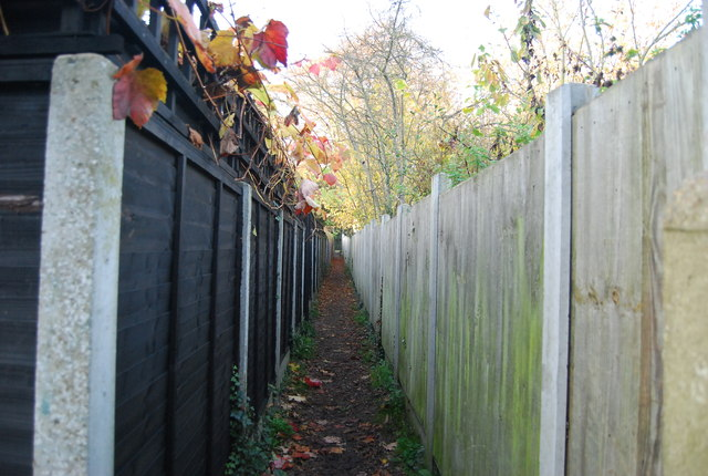 Footpath to the A28
