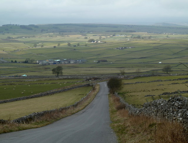 Lane descending north of Longstone Moor