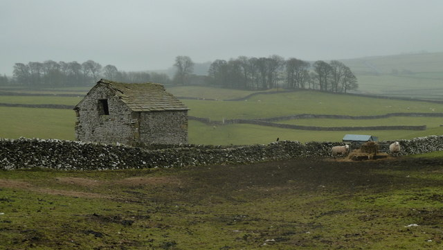 Fields and barn near Silly Dale