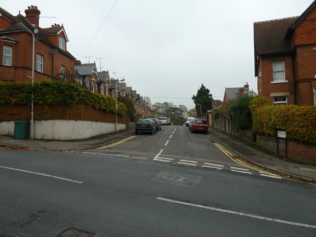 Looking from Priest Hill into Hemdean Rise