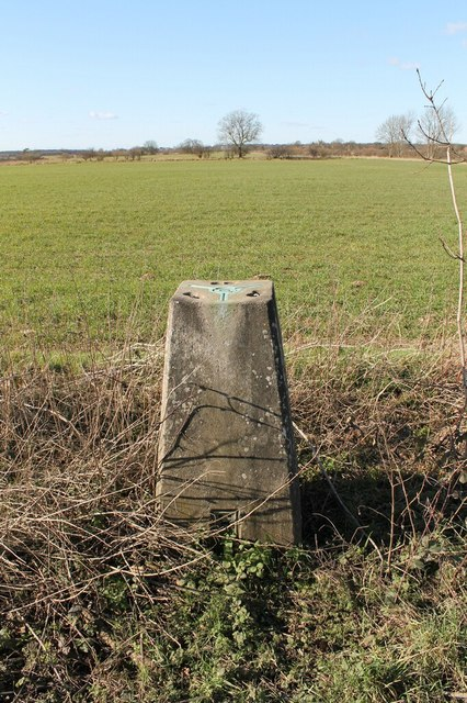 Triangulation Pillar S4678 © J.Hannan-Briggs :: Geograph