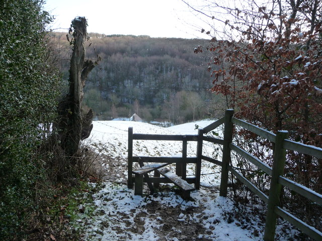 Stile and path above the River Alyn / Afon Alun