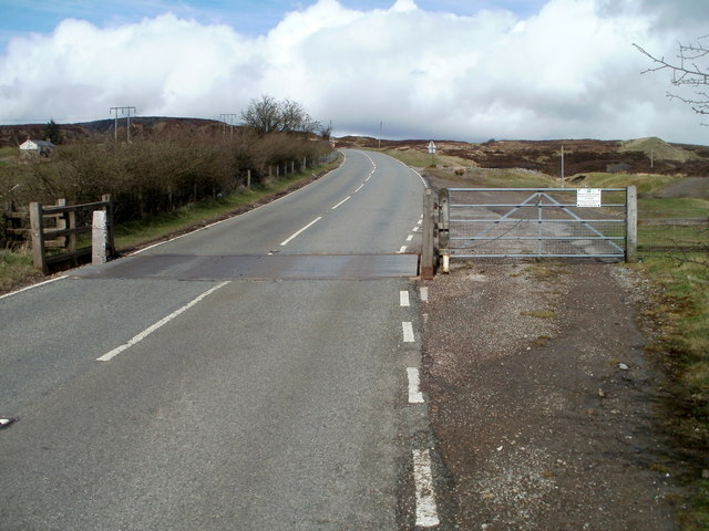 Cattle grid and side gate, Abergavenny Road north of Blaenavon