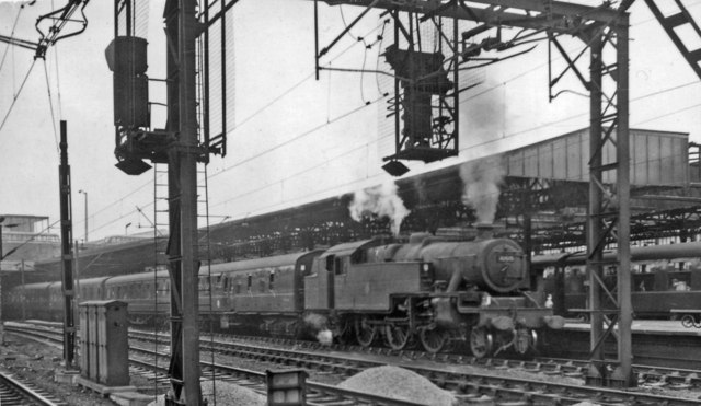 Birkenhead portion of 14.25 express from Euston leaving Crewe