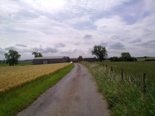Approach to Swan Carr Farm