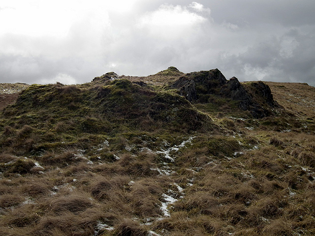 Outcropping rocks beneath the summit of Drybedd