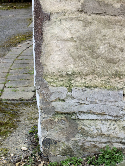 Benchmark, Crosses House