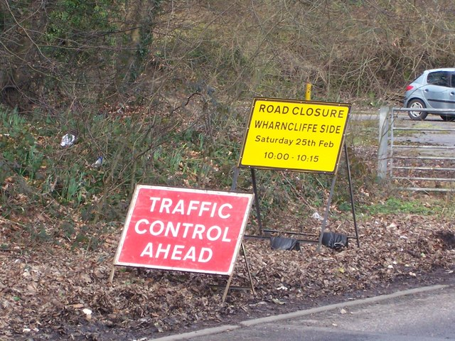 Eyup ... What's all this then?  The A6102 closed for 15 minutes, at Wharncliffe Side, near Oughtibridge