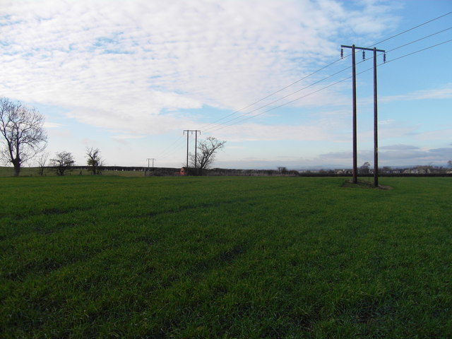 Low level power lines near Gotherington