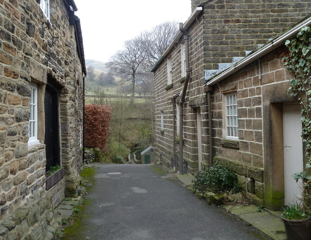Narrow side lane in Grindsbrook Booth