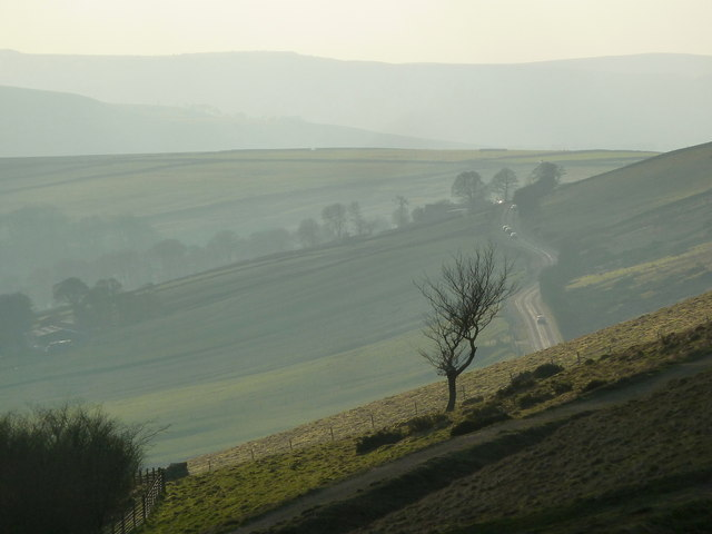 Late afternoon view along Rushup Edge