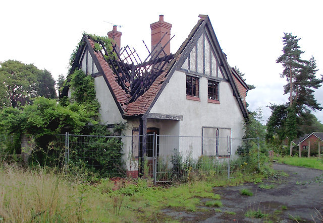 Derelict house in middlewich cheshire roger kidd cc by for Chesire house