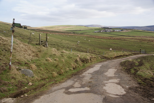 The Pennine Bridleway below Cown Edge