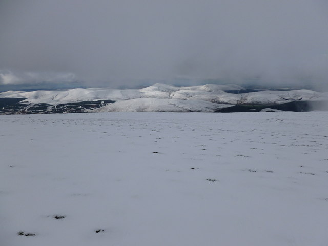 Summit plateau of Broad Law, looking towards Culter Fell