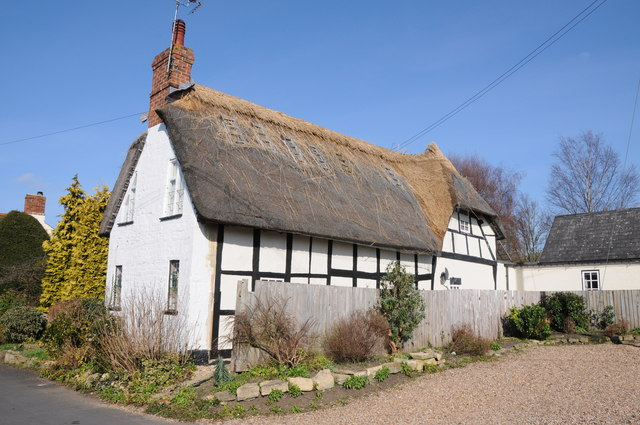 Thatching a cottage