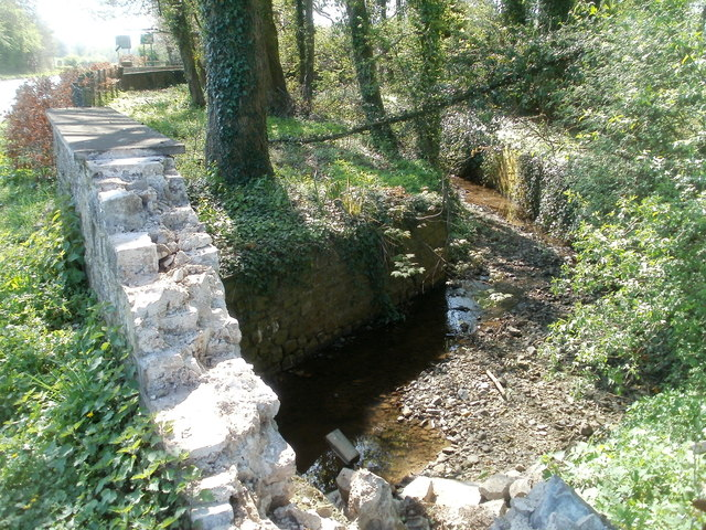 Damaged wall of a bridge across a brook near Llancayo