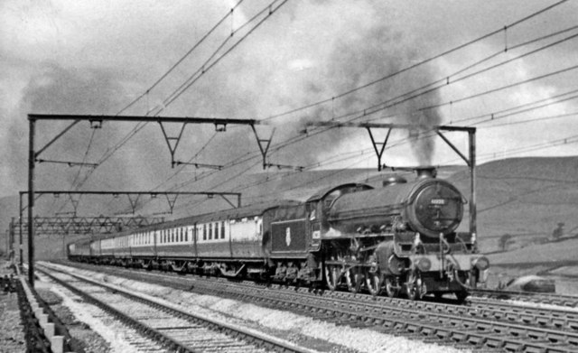 Liverpool - Hull express approaching Woodhead