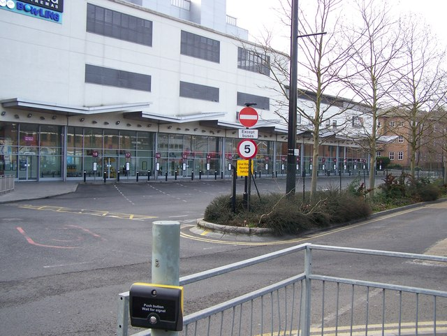 high wycombe bus station rob emms cc by sa 2 0. Black Bedroom Furniture Sets. Home Design Ideas