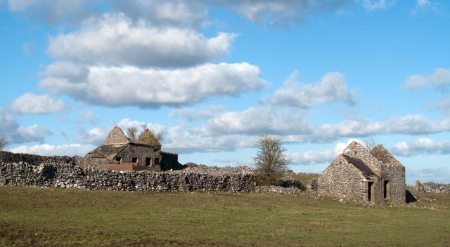 Ruined cottages north of Moorlands Lane