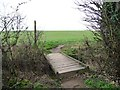 SE4330 : Footpath footbridge on the way to Ledston Luck by Christine Johnstone