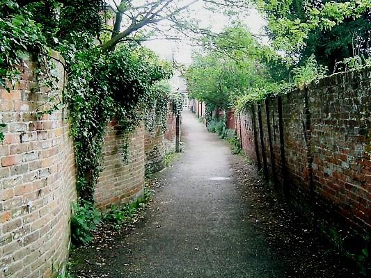 Crinkle-crankle wall, Halesworth