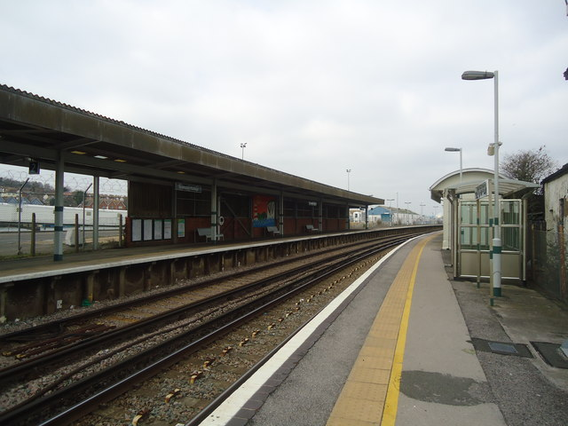 Newhaven Harbour railway station
