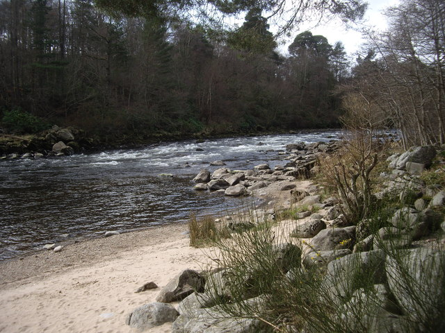 Mini-rapids on the River Dee at Banchory
