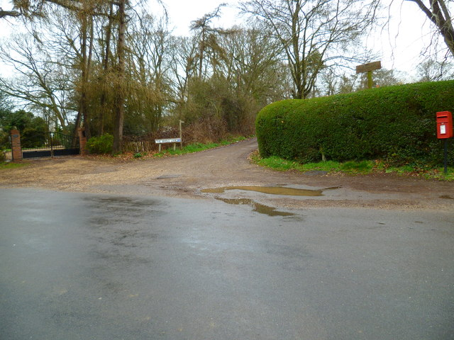 Bridleway junction between West Ashling Road and Woodmancote Lane