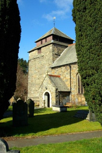 Eglwys Sant Idloes / St Idloes' Church