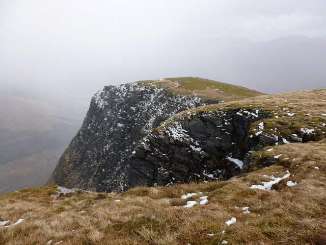 Precipice on the edge of Coire na Saobhaidhe