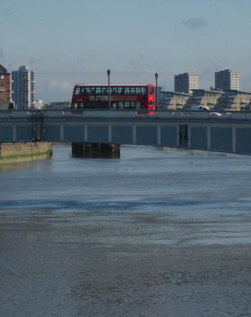 Bus on Wandsworth Bridge