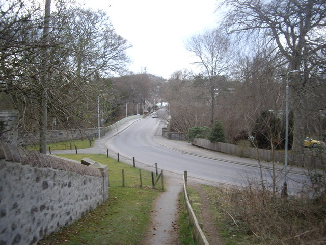 Footpath descent to the Bridge of Dee