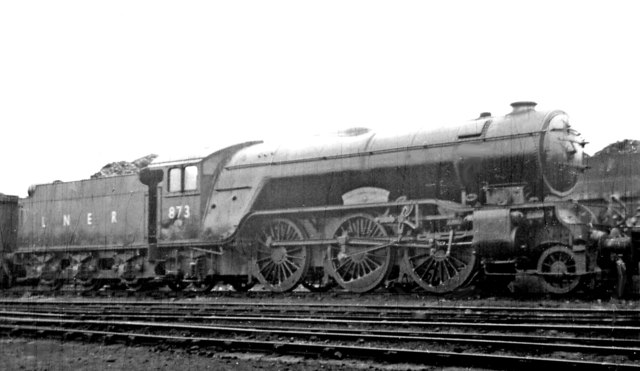 A named Gresley V2 at New England Locomotive Depot