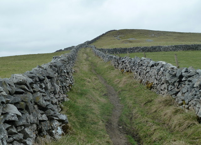 Limestone Way above The Cop farm