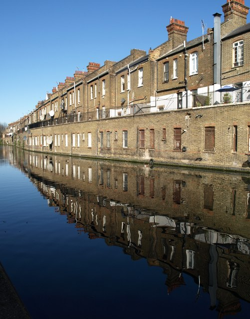 Houses by Grand Union Canal