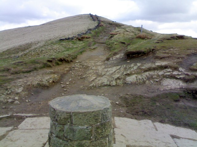 East from Hollins Cross on the path towards Lose Hill from Mam Tor